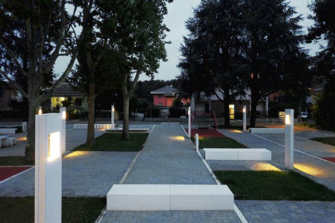 L'illuminazione della nuova piazza-giardino di Garbagnate Milanese