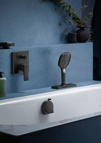 Sistema di avvolgimento tubo flessibile sBox di Hansgrohe per la vasca da bagno
