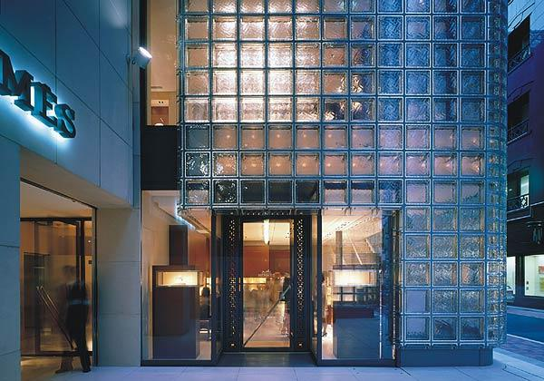 Maison Hermes a Tokyo by Renzo Piano. L'ingresso