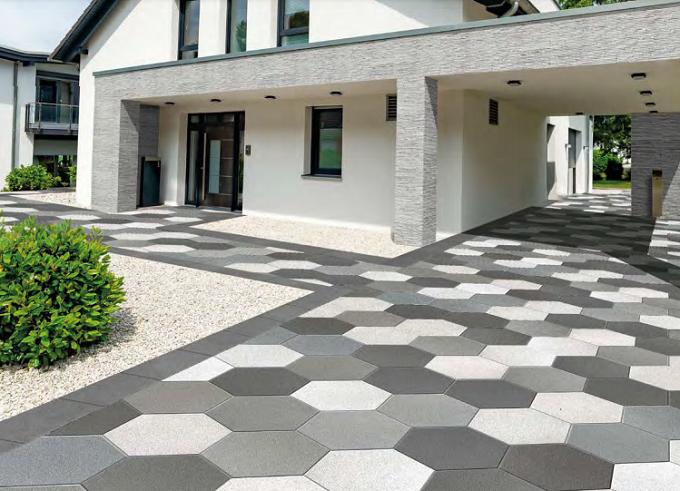 Pavimentazione realizzata con lastre Hexagon