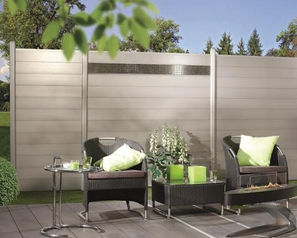 Frangivento in vetro la novit betafence per terrazze e for Divisori da giardino