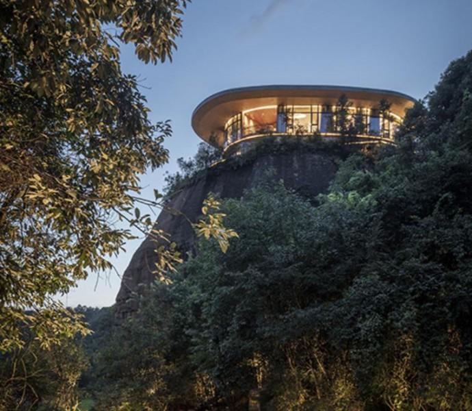 Eagle rock cliffs, Suggestivo hotel sulla cima di una montagna con vista sulle foreste di bambù
