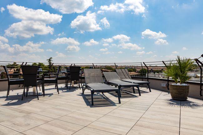 La terrazza solarium dell'Hotel Sirmione