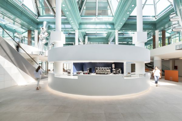 La reception con bar delle 4 Porte Welcome Building