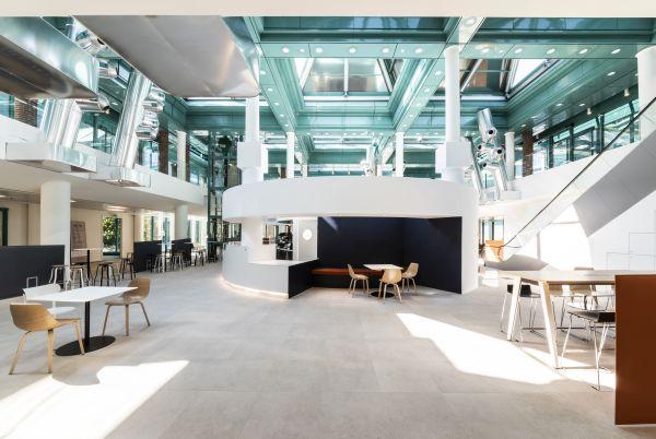 Le diverse funzioni intorno alla reception nell'edificio Le 4 Porte, Welcome Building