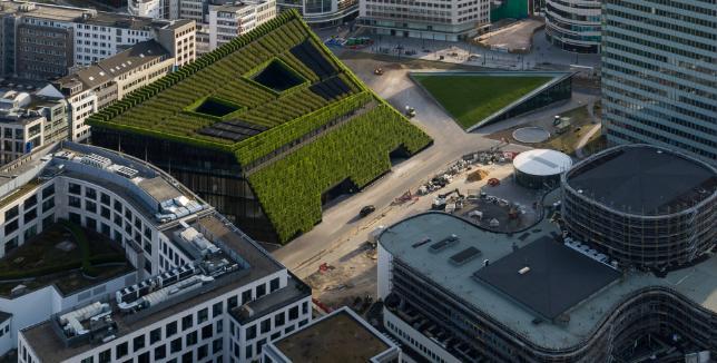 Kö-Bogen II, a Dusseldorf l'edificio con la facciata verde più grande d'Europa