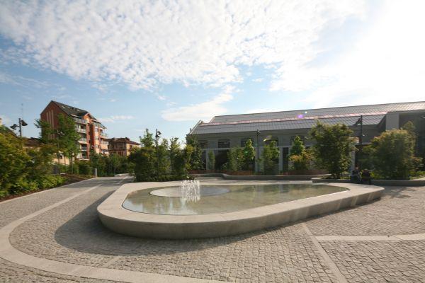 La fontana al centro della piazza giardino della nuvola lavazza