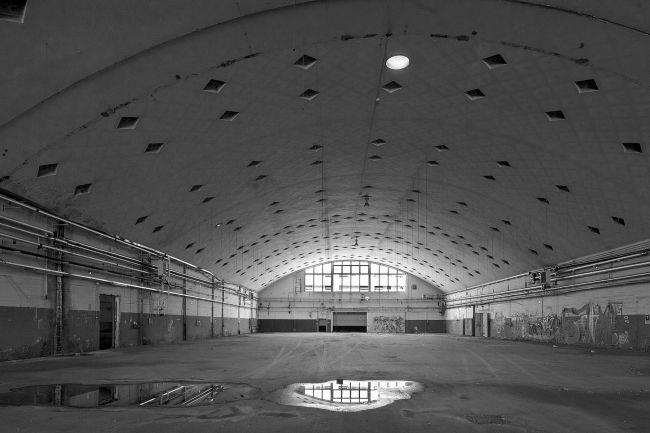 Interno di un capannone Botti  nell'ex manifattura Tabacchi a Bologna