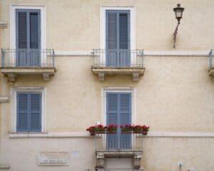 Messa in sicurezza di balconi e sporgenze: modalità di intervento e spese da sostenere