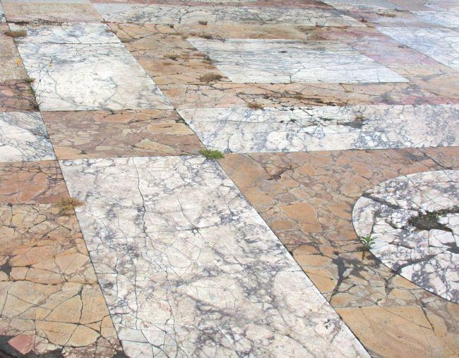 Le cause del deterioramento del pavimento in marmo