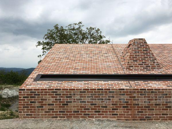 I mattoni san marco terreal che rivestono facciata e tetto della casa di Cigliè