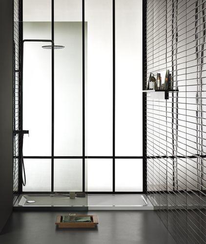 Melua di Geberit è una soluzione doccia elegante dalle linee decise ed essenziali.