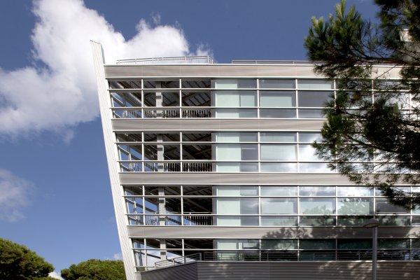 sistemi integrati per facciate continue in alluminio Poliedra-Sky Metra