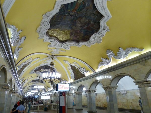 Metropolitana di Mosca, Stazione Komsomol'skaja