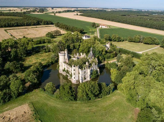 Il castello Mothe Chandeniers nella Loira