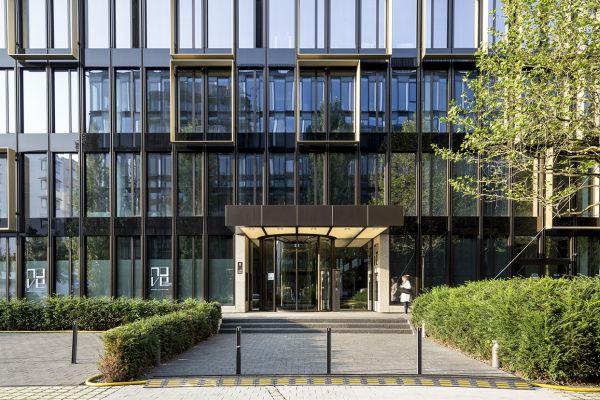 Progettazione dell'edificio per uffici Nove di Monaco di Baviera by Antonio Citterio e Patricia Viel. L'ingresso
