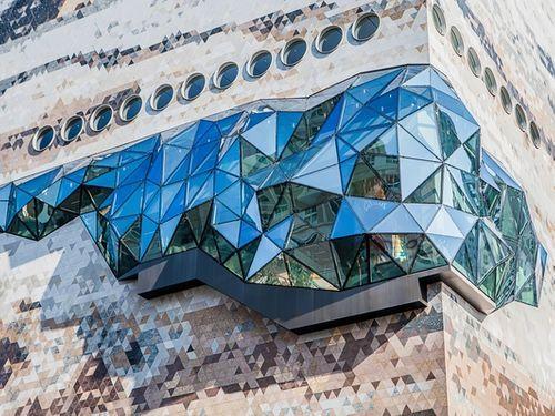 Il cubo di OMA a Gwanggyo in Corea del Sud. La passerella di vetro