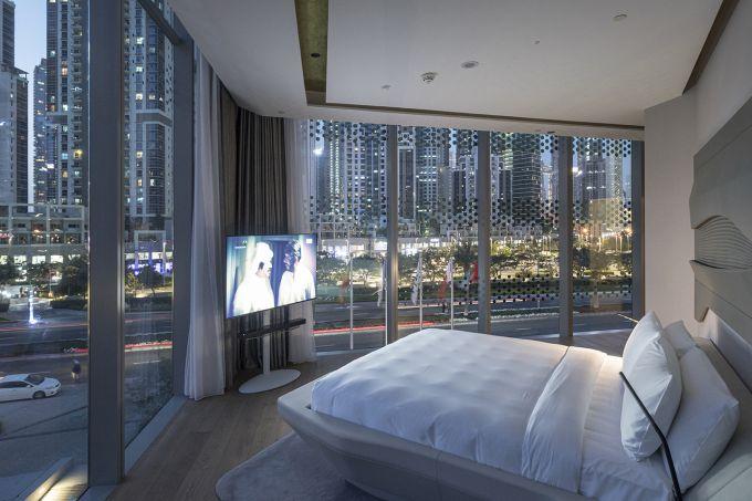 Una delle camere dell'Opus hotel a Dubai progettato da Zaha Hadid Architects.