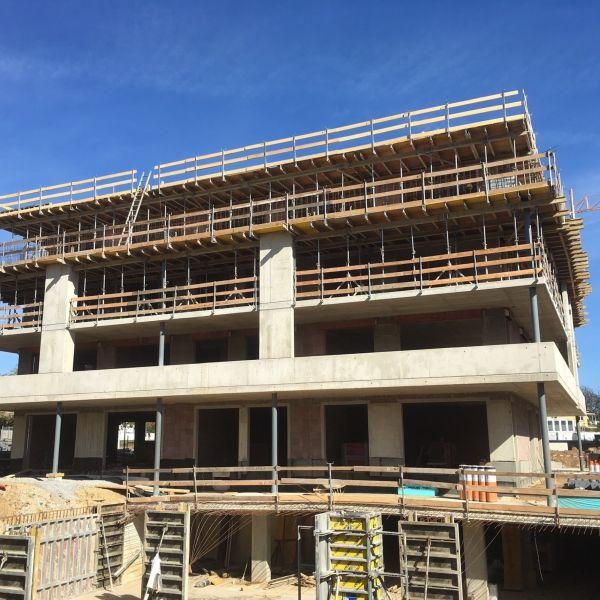 Pilastri PMV NPS di Tecnostrutture per un edificio residenziale a Graz