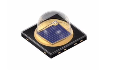 L'Oslon Black SFH 4715 è uno dei più potenti diodi a raggi infrarossi con una lunghezza d'onda di 850 nm attualmente disponibili. Fornisce 1340 mW di luce a una corrente di 1 A.  Grazie allo spessore minimo si adatta non solo all'attuale generazione di smartphone, ma  anche alla prossima.  Fonte: Osram