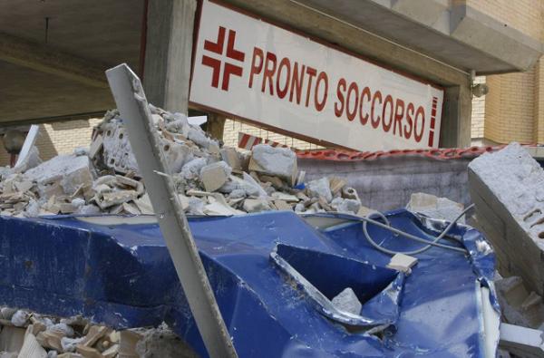 L'ospedale dell'Aquila dopo il sisma del 2009