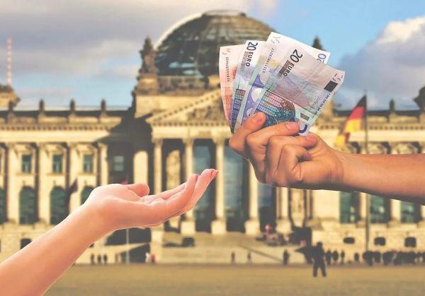 Manovra 2020: stretta sui pagamenti in contanti