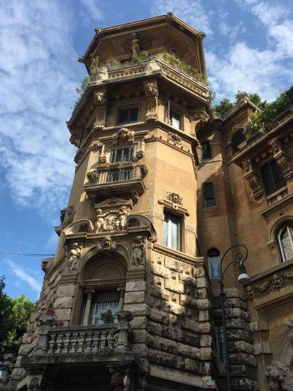 Il Palazzo degli Ambasciatori nel quartiere Coppedè a Roma