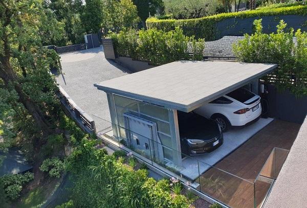 Lift Box ST2C per il parcheggio di due auto Tesla
