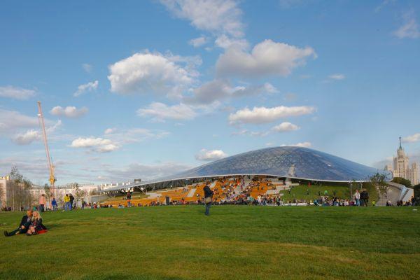 Paesaggi naturali e ambienti costruiti nello Zaryadye Park di Mosca
