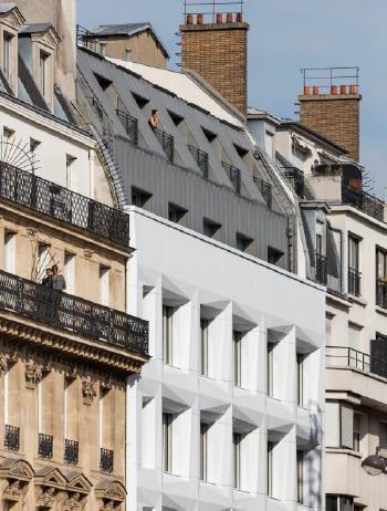La facciata in Corian Solid Surface del palazzo Shift di Parigi