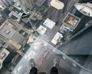 """Skywalk e stanze di vetro panoramiche: quando l'architettura è """"sospesa"""""""