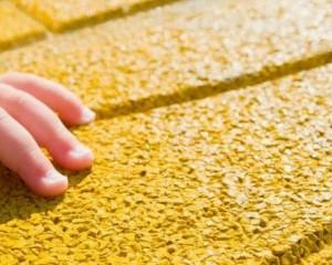 Quali caratteristiche deve avere la pavimentazione a bordo piscina?