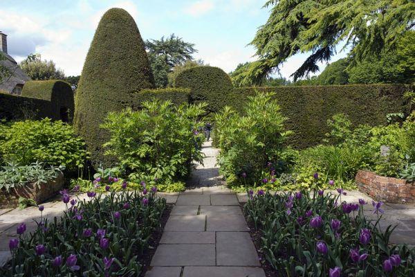 Come scegliere il giusto pavimento per il giardino