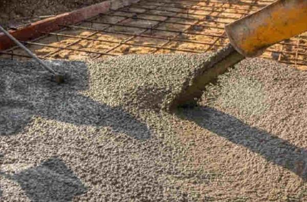 Gettata di calcestruzzo per pavimentazione strutturale