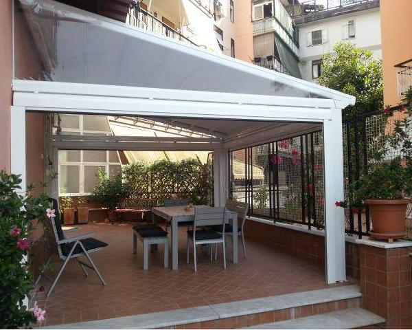 Chiudere un terrazzo o un balcone privato: la scelta tra ...