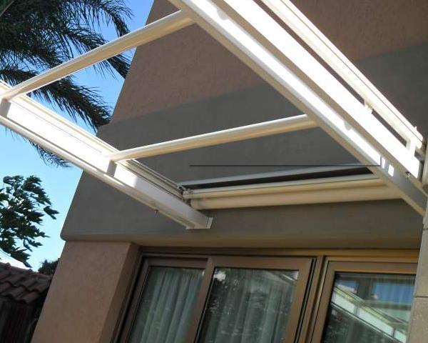 Chiudere un terrazzo o un balcone privato la scelta tra - Chiudere terrazzo ...