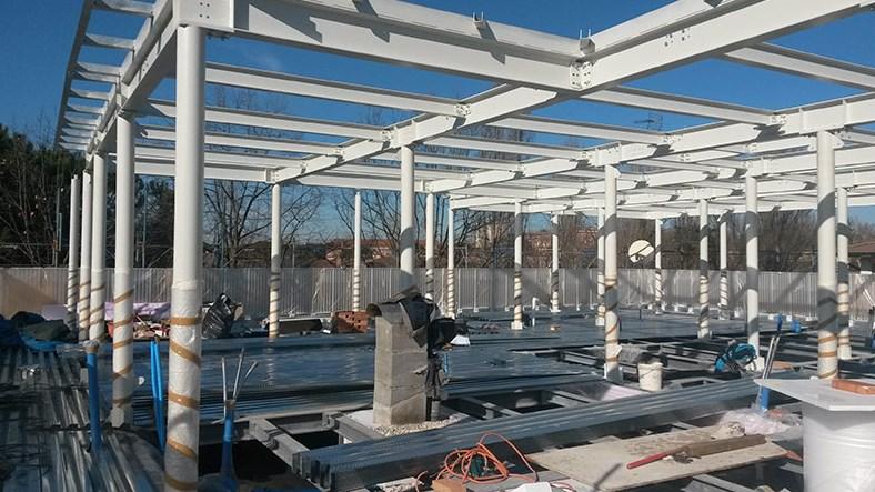 Panoramica della struttura in acciaio del piano sopraelevato