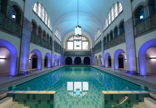 La piscina dell'Hotel Oderberger di Berlino