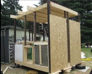 Modulo edilizio STONE autocostruito con materiali di recupero