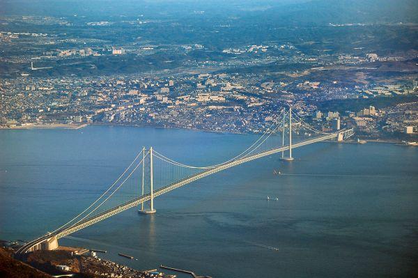 Il ponte sospeso più lungo del mondo: in Giappone sullo stretto di Akashi