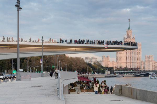 Il ponte sospeso meta obbligatoria allo Zaryadye Park.