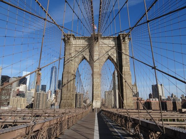Ponte strallato di Brooklyn a New York
