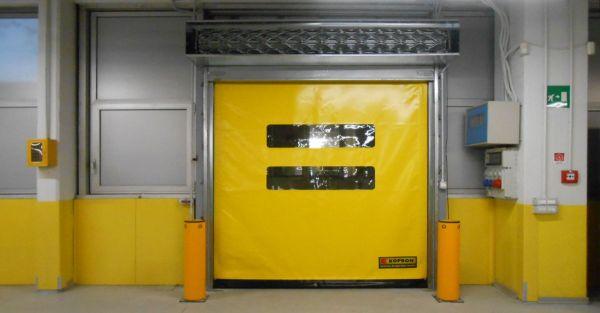 Installazione porte rapide autoriparanti Kopron per il centro di meccanizzazione di Poste Italiane a Bologna