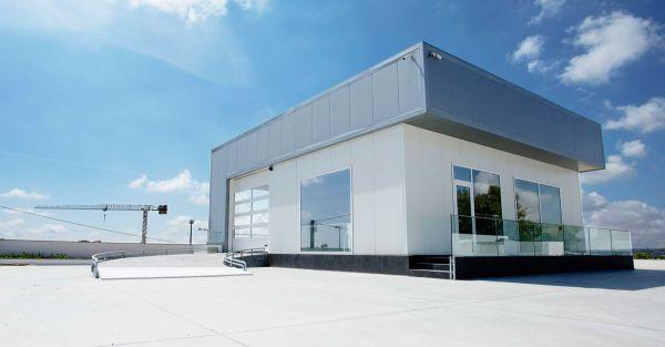 Portoni sezionali Kopron K-Vision per i concessionari d'auto