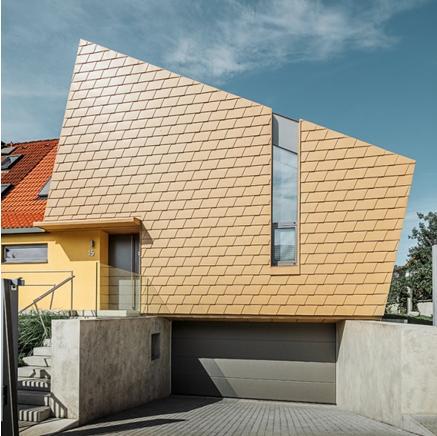Le scandole dorate PREFA personalizzano una villa a Praga