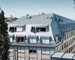 Un tetto camaleontico nel quartiere di Schwabing a Monaco