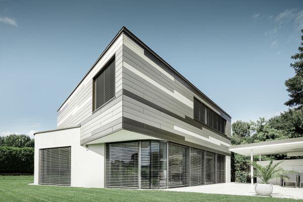 Le doghe PREFA in tre diversi colori per una villa monofamiliare realizzata a Leonding