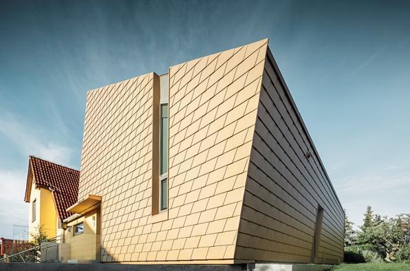 Scandole per tetto e facciata di Prefa per un'inusuale villa a Praga