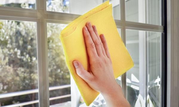 Pulizia delle finestre in PVC