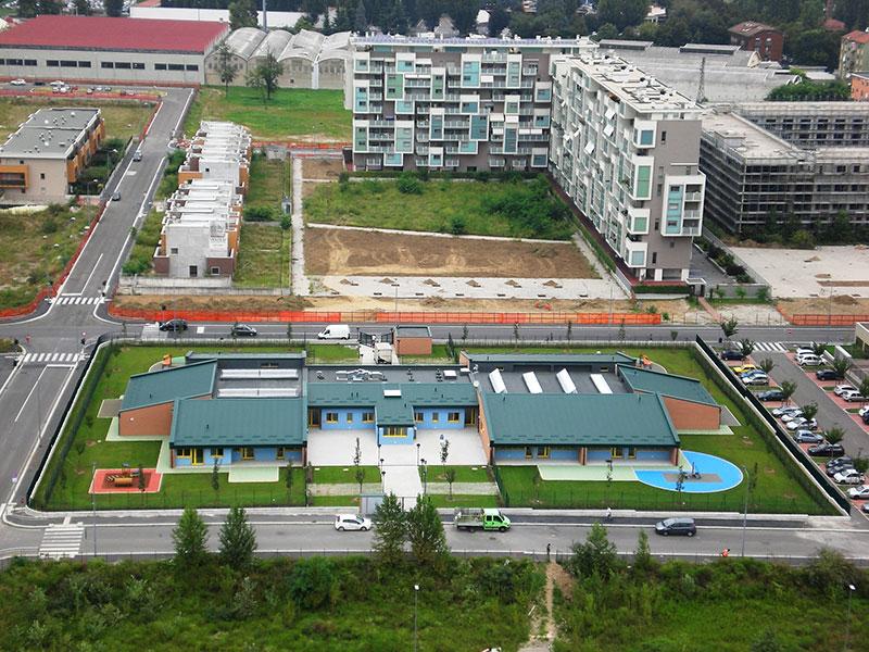 Vista dell'area con il complesso scolastico